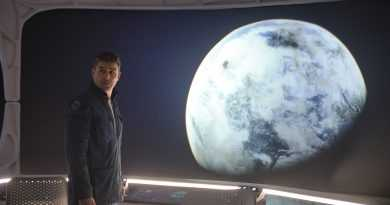 """""""The Midnight Sky"""" trailer sees George Clooney in a race against time"""